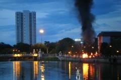 Brennende Barikade in Chiang Mai
