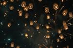 Ballons, Feuerwerk und Vollmond